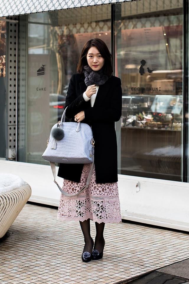 Lee Yoona, Street Fashion 2017 in SEOUL.jpg