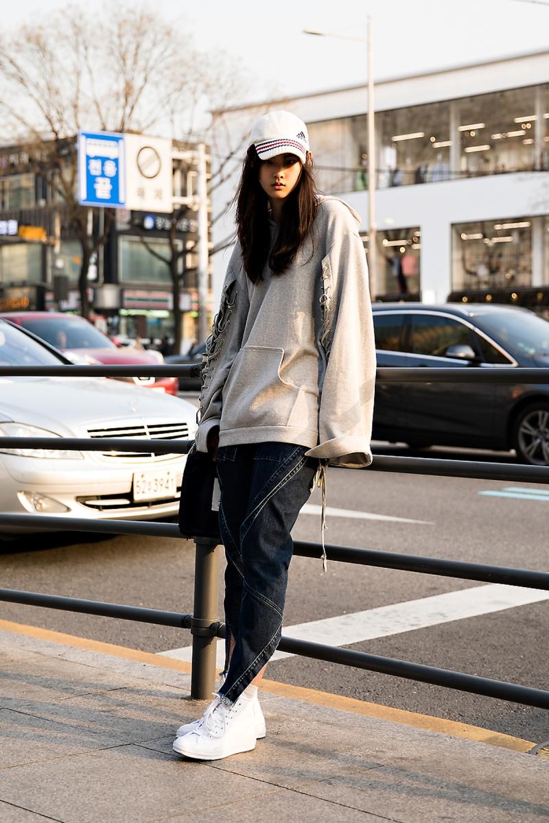 EllisAhn, Street Fashion 2017 in Seoul.jpg
