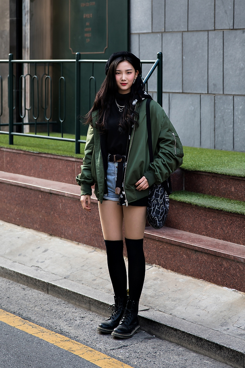 Kim Sohyun, Street Fashion 2017 in Seoul.jpg