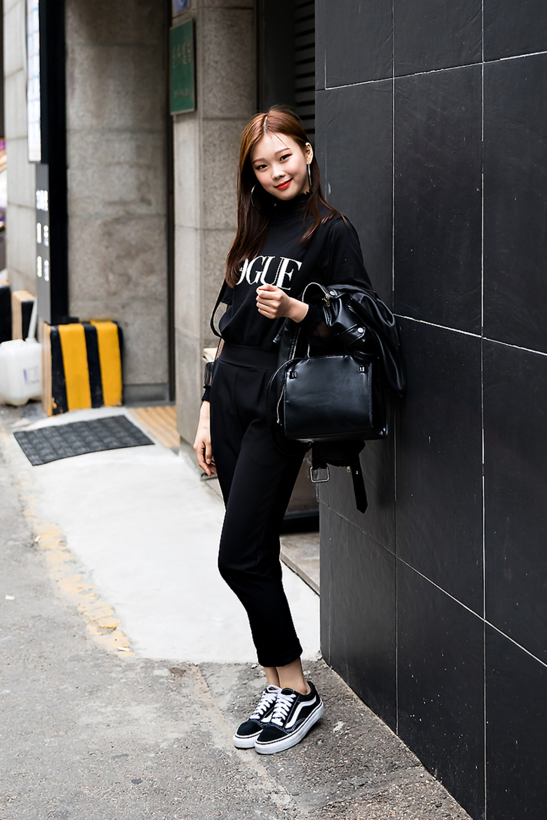 Lee Jieun, Street Fashion 2017 in Seoul.jpg