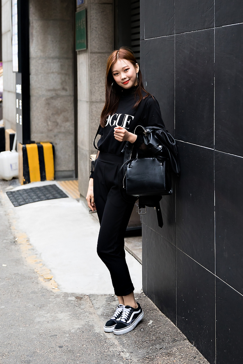 Lee Jieun, Street Fashion 2017 in Seoul.jpg