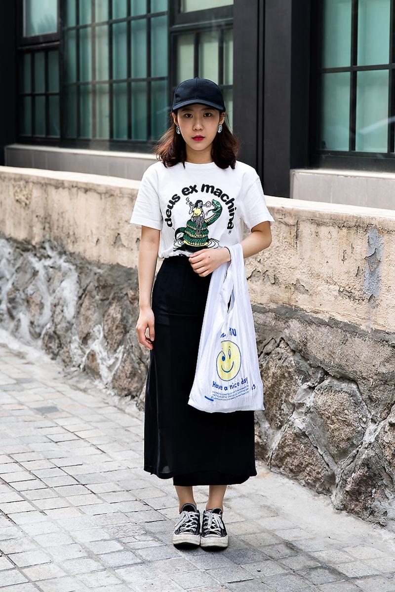 Choi Jinsil, Street Fashion 2017 in Seoul.jpg