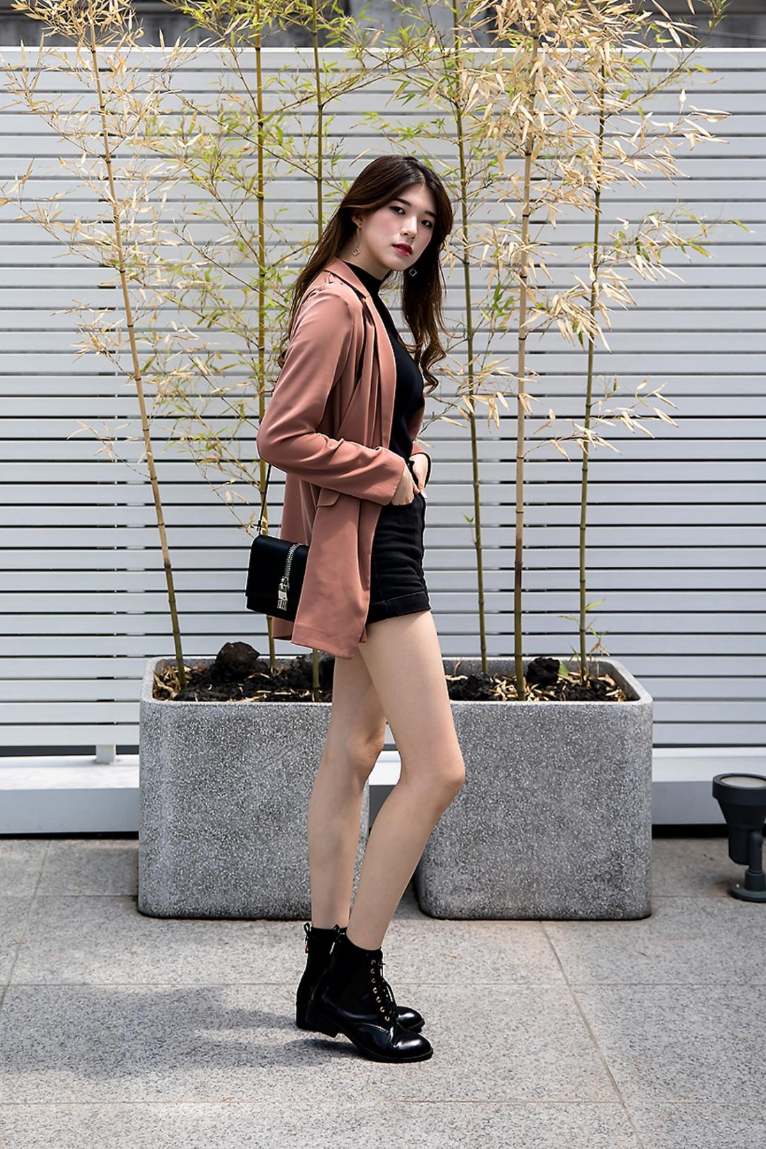 Lee Soobin, Street Fashion 2017 in Seoul.jpg
