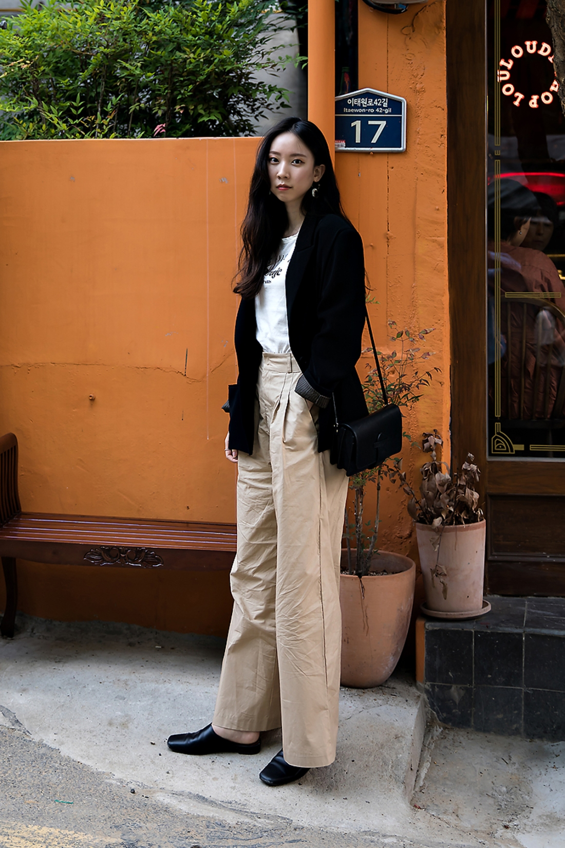 Park Jieun, Street Fashion 2017 in Seoul.jpg