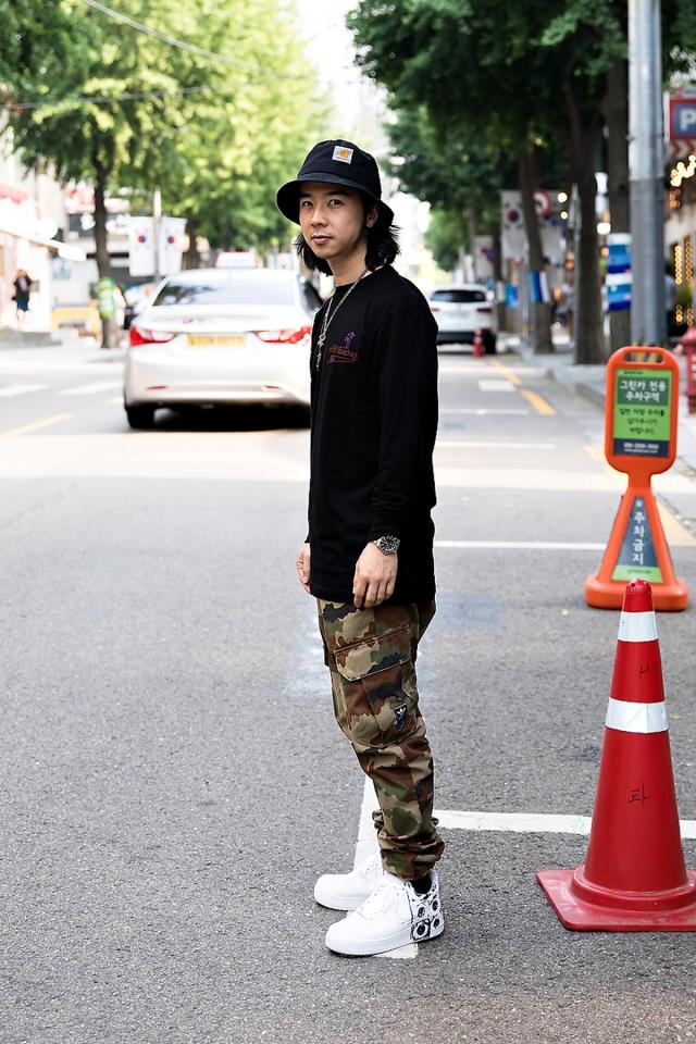 Blink, Street Fashion 2017 in Seou..jpg