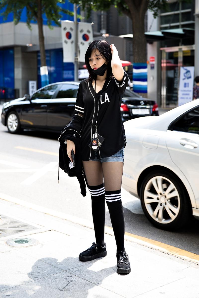 Chris, Street Fashion 2017 in Seou..jpg