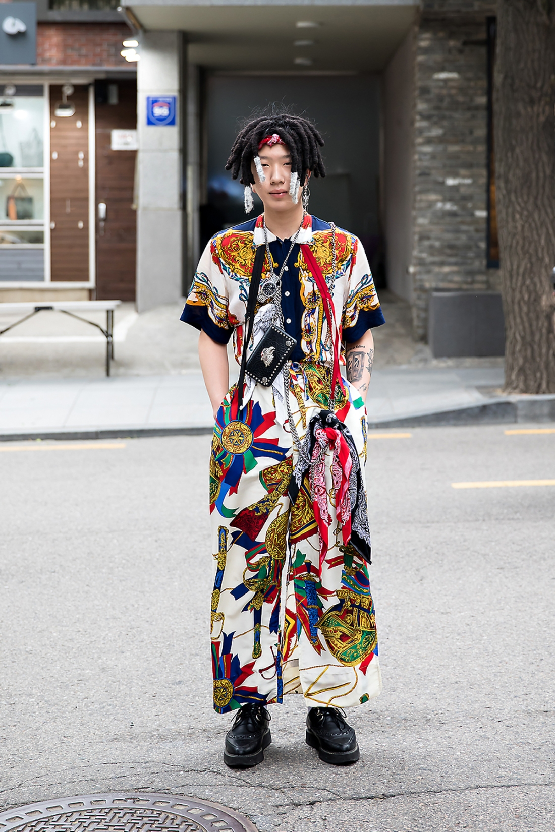 Jung Sayoon, Street Fashion 2017 in Seou..jpg