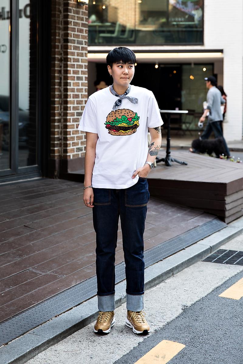 Lee Youngil, Street Fashion 2017 in Seoul.jpg