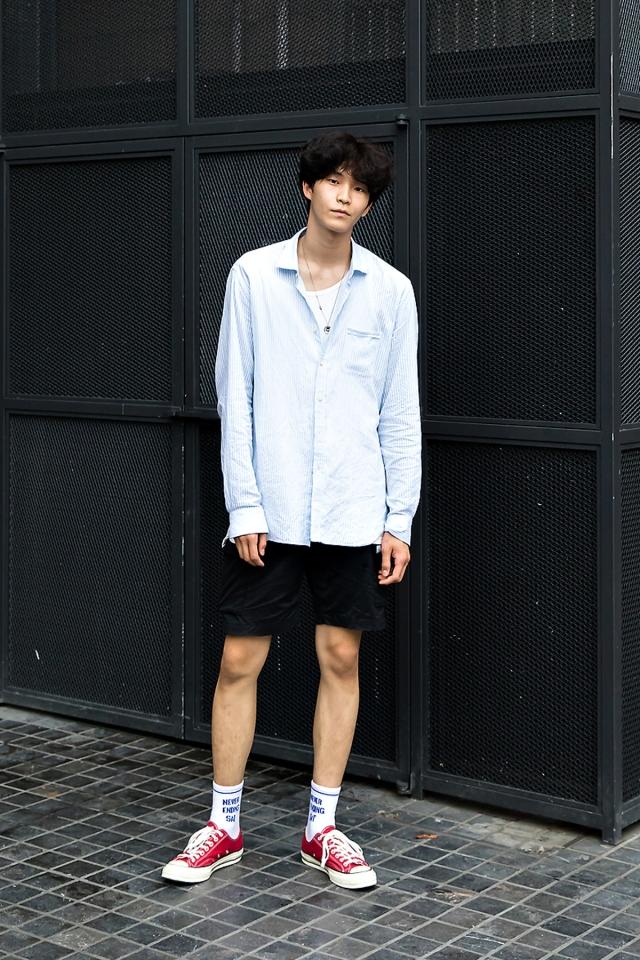An Seungjun, Street Fashion 2017 in Seoul.jpg