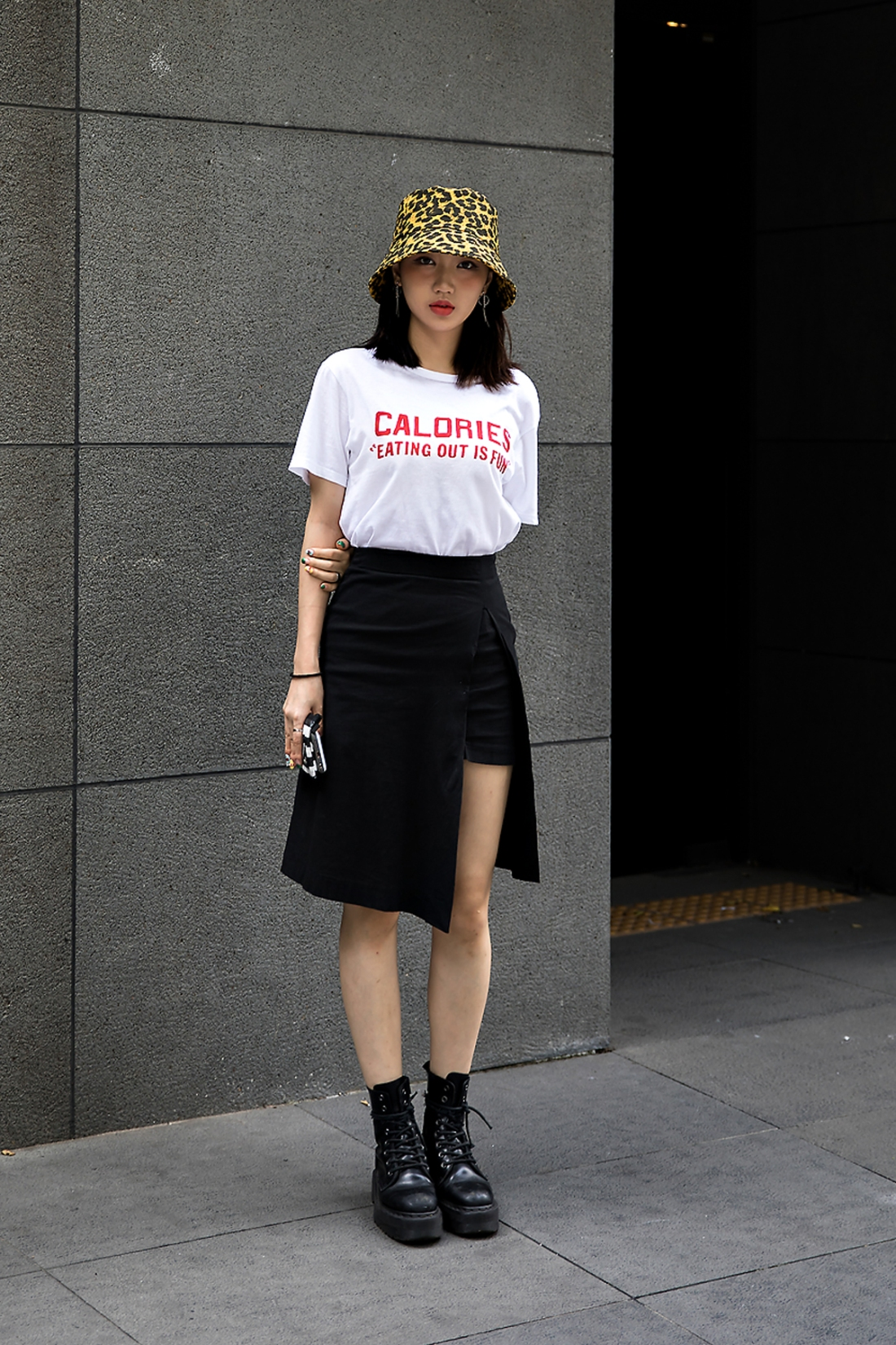 Jung Jisoo, Street Fashion 2017 in Seoul.jpg