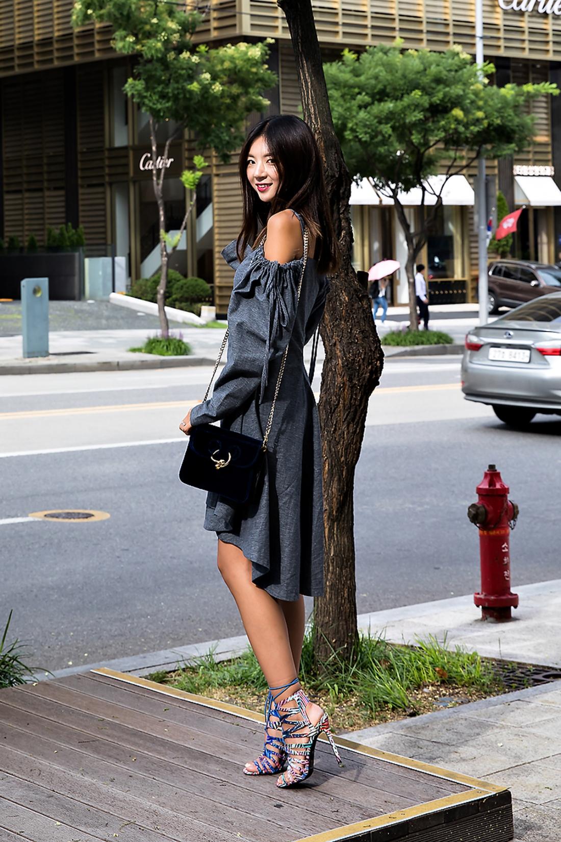 Kim Soyoung, Street Fashion 2017 in Seoul.jpg
