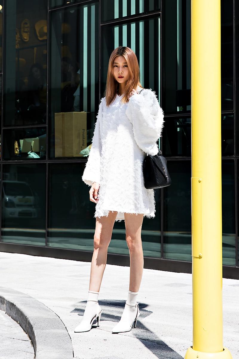 Baek Sehee, Street Fashion 2017 in Seoul.jpg
