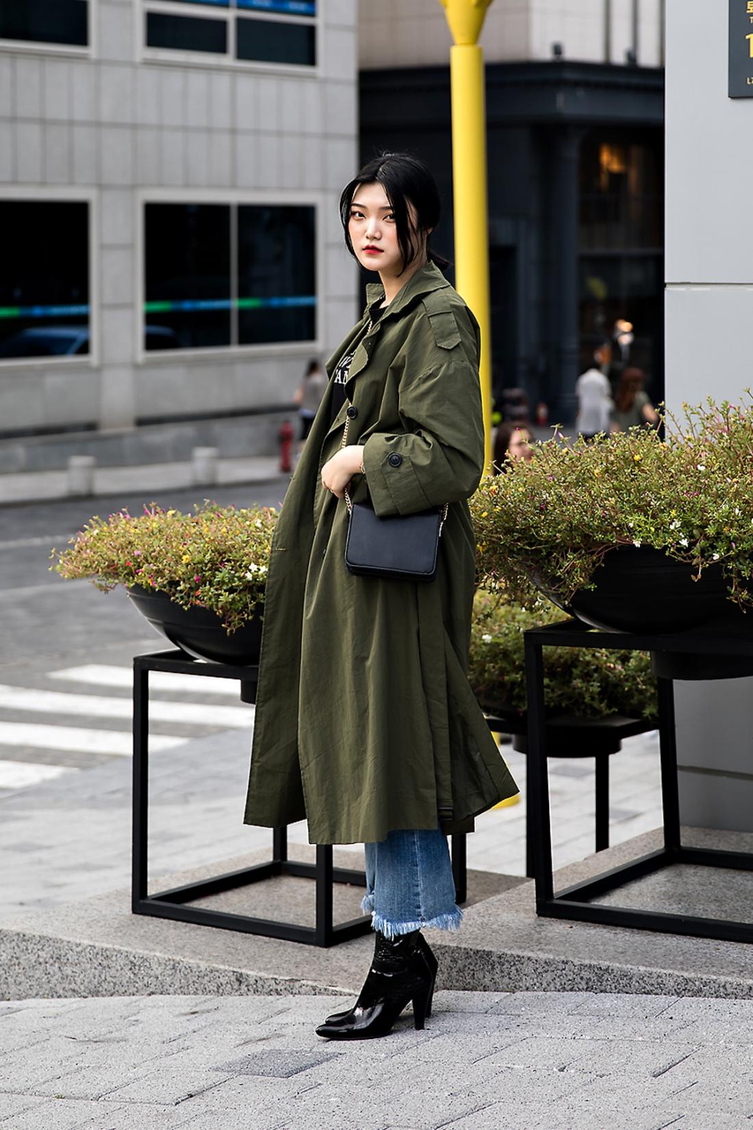 Jeon Kyungbin, Street Fashion 2017 in Seoul.jpg