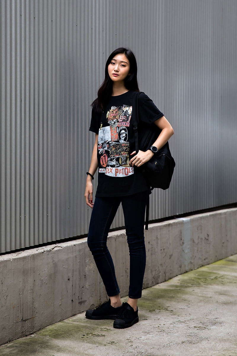 Jung Ga Young, Street Fashion 2017 in Seoul.jpg