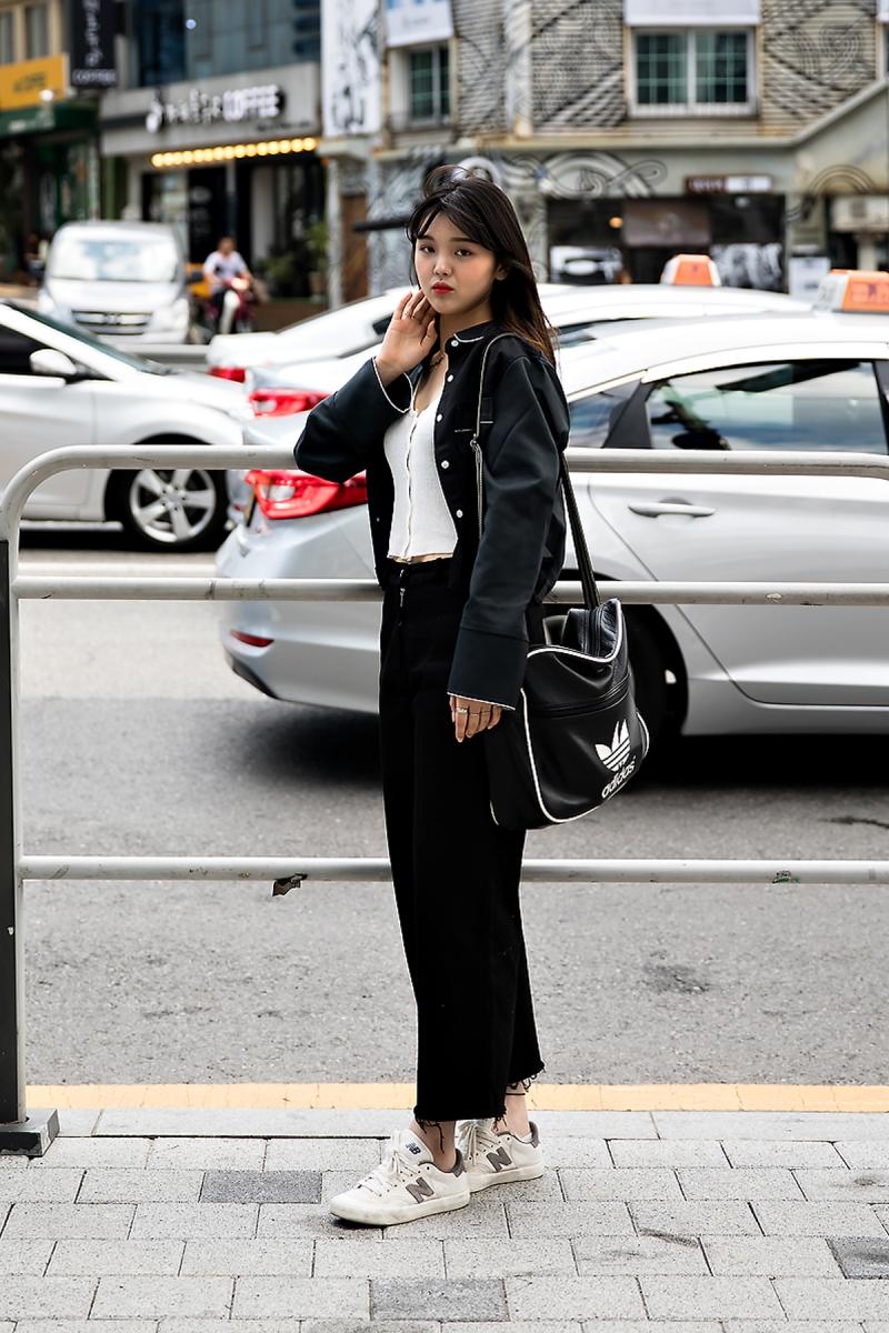 Kim Juyeon, Street Fashion 2017 in Seoul.jpg