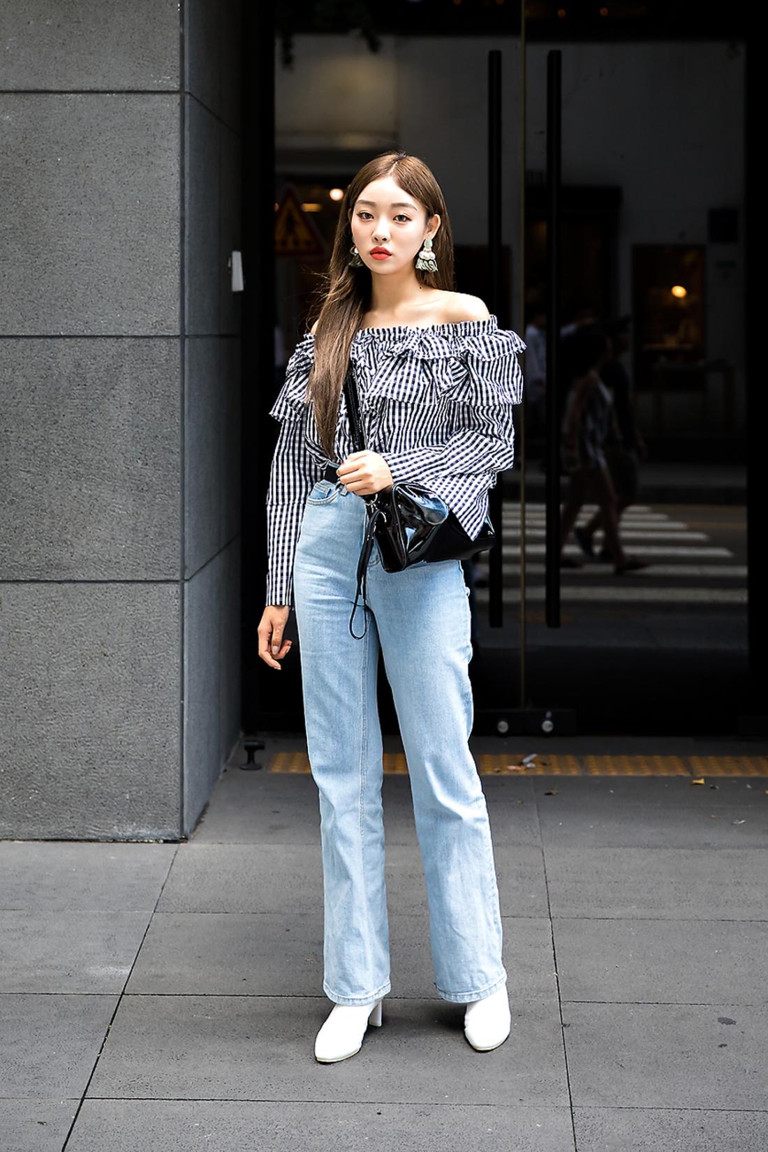 Kim Sae-eun, Street Fashion 2017 in Seoul.jpg