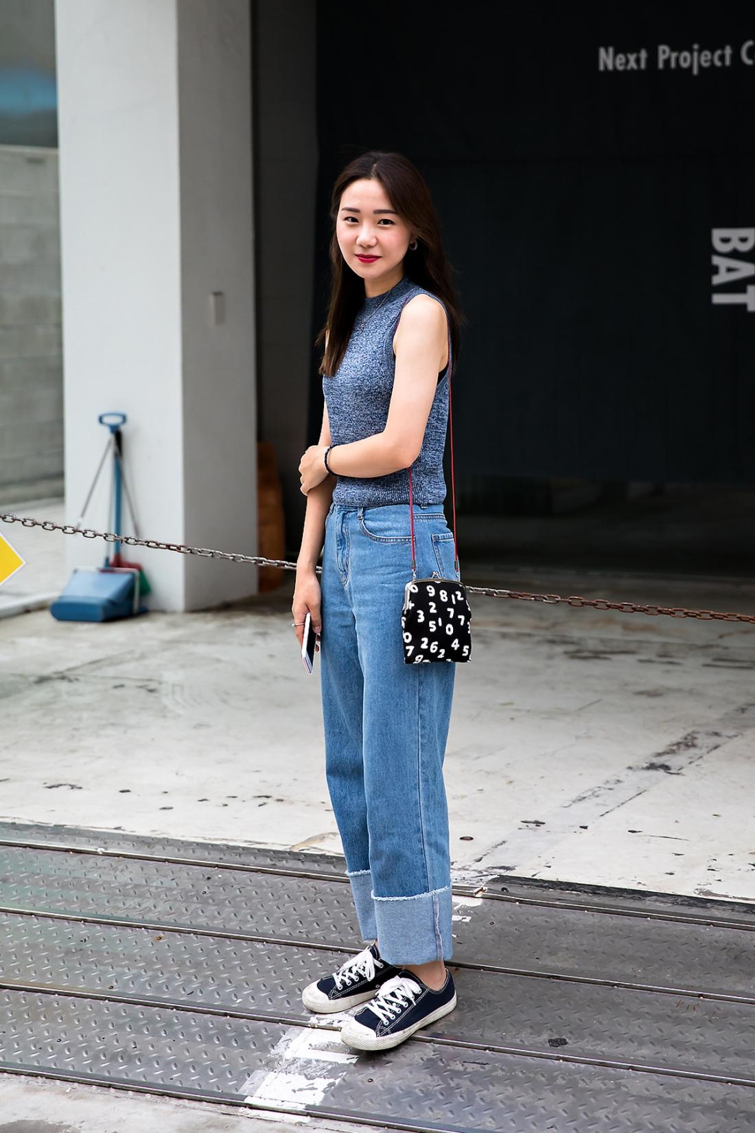 Kim So-yeon, Street Fashion 2017 in Seoul.jpg