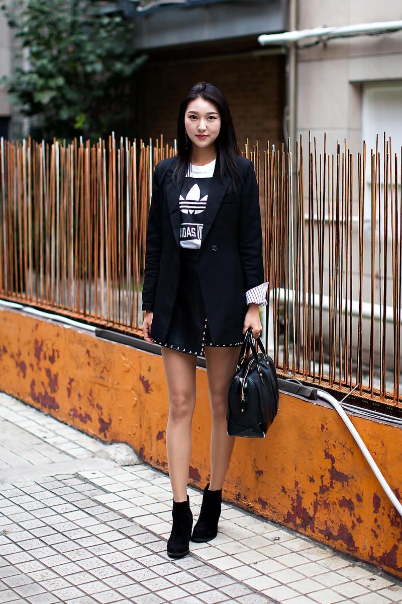 Kim Sungeun, Street Fashion 2017 in Seoul.jpg