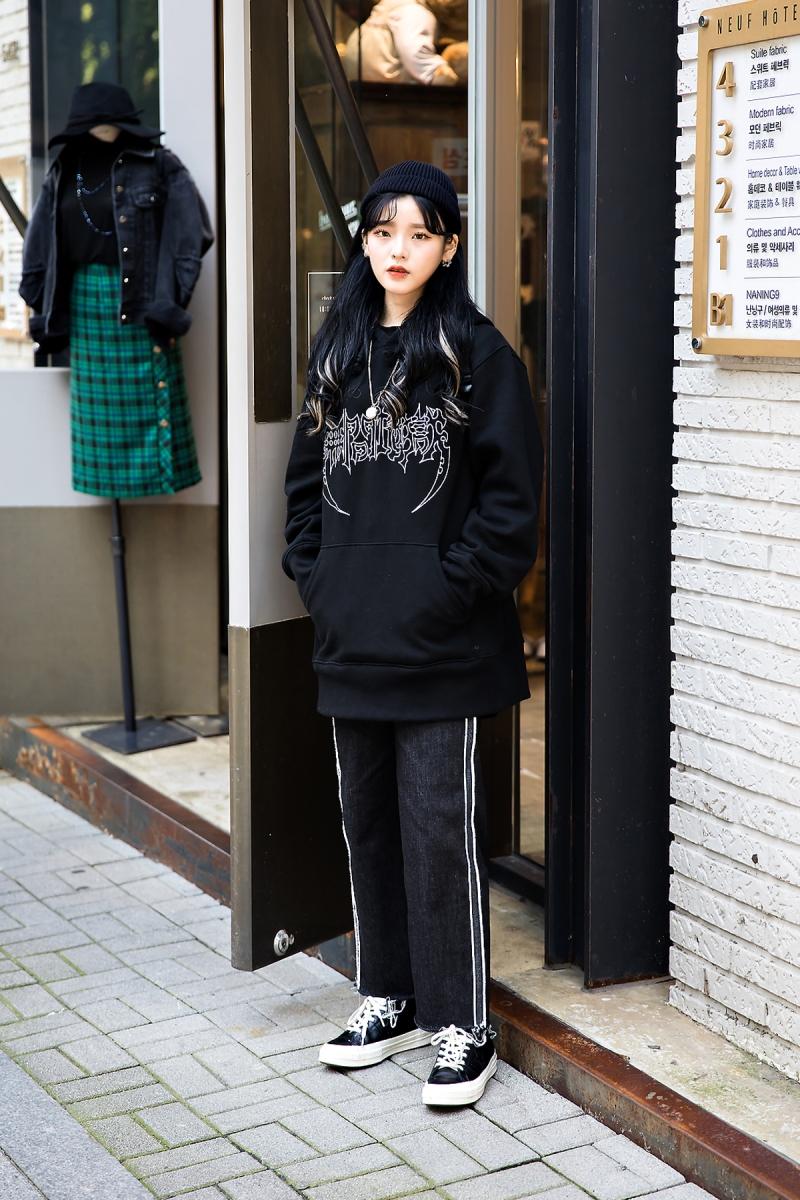 Lee Hyori, Street Fashion 2017 in Seoul.jpg