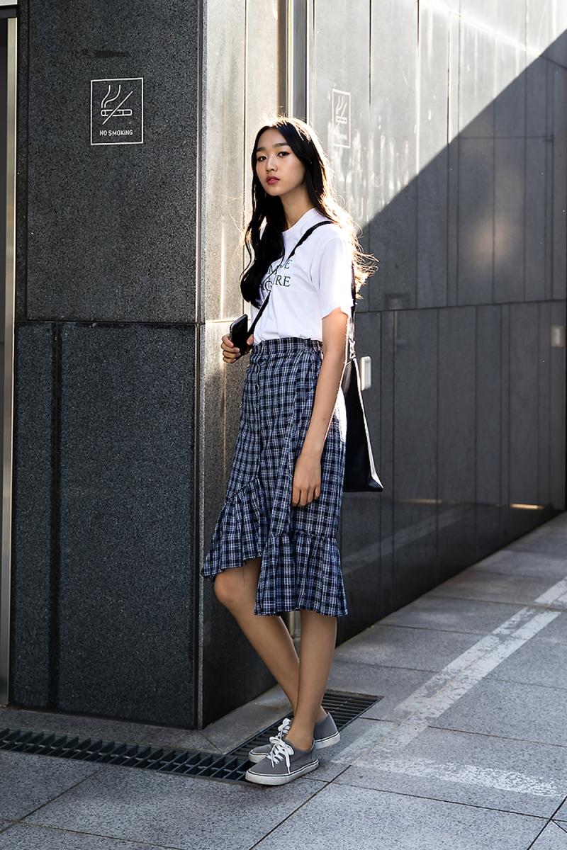 Lee Soomin, Street Fashion 2017 in Seoul.jpg