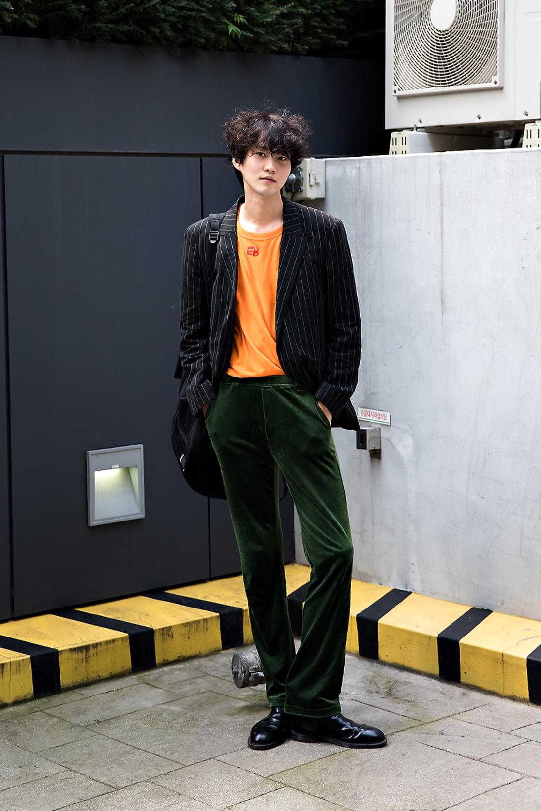 Seo Woo, Street Fashion 2017 in Seoul.jpg